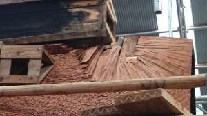 檜皮葺・修復中の様子